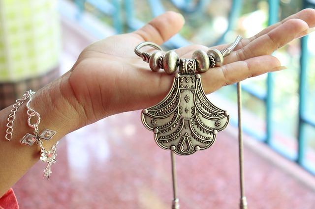 cumpar-bijuterii-vechi